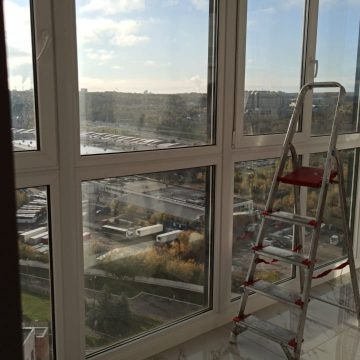 Мытьё панорамного оконного остекления в офисе (г. Москва, Рублевское шоссе)