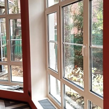 Мытьё панорамного оконного остекления и радиаторов в доме (КП Бристоль, Московская область)
